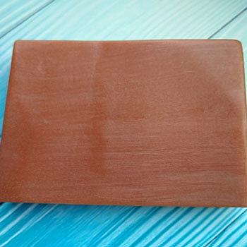 Мыло из глины с красным цветом